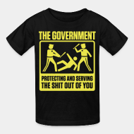 Kid's t-shirt The government protecting and serving the shit out of you